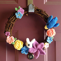 crocheted wreath by sujavo, patterns by planetjune