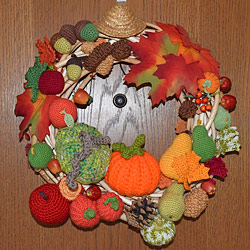 crocheted wreath by petrOlly, patterns by planetjune