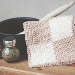 Idiot's Guides: Crochet by June Gilbank - Practice Project 2: Colorblock Potholder