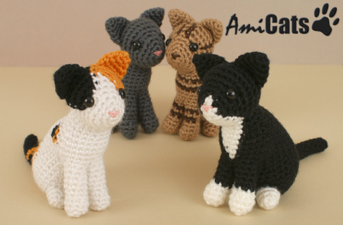 Large plush cat amigurumi pattern | Amiguroom Toys | 329x500
