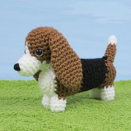 AmiDogs Basset Hound amigurumi crochet pattern by PlanetJune