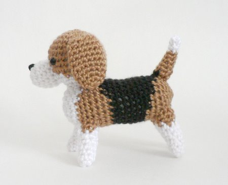 crocheted amigurumi beagle by planetjune