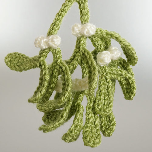 Christmas Decor Set 1 crochet pattern by June Gilbank: Mistletoe