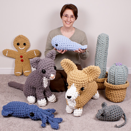 The Complete Guide to Giant Amigurumi ebook by June Gilbank - examples of amis made from the book techniques