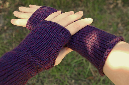 Cable Knit Hand Warmers T