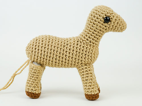 attaching legs evenly on a standing amigurumi animal