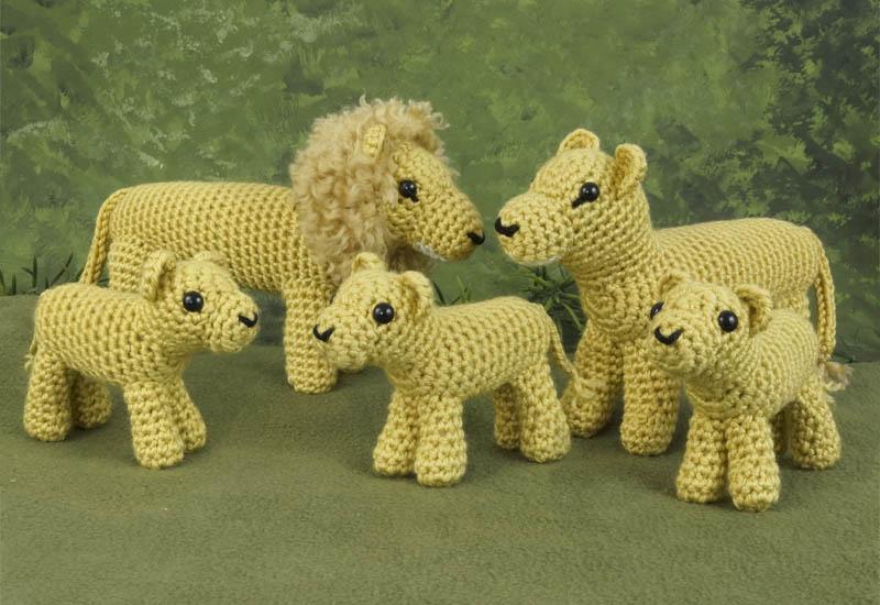 Free Lion Amigurumi Pattern Pattern - Crochet Pattern - Daisy and Storm | 550x800
