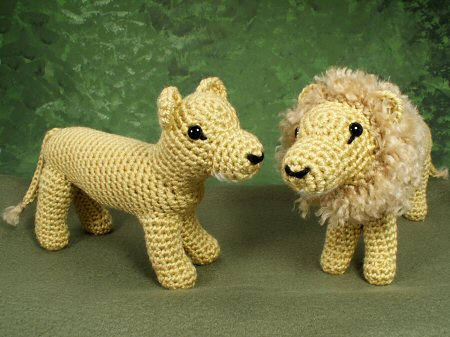 crocheted lion and lioness by planetjune