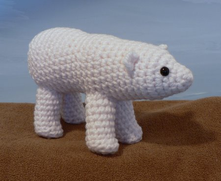 crocheted polar bear by planetjune