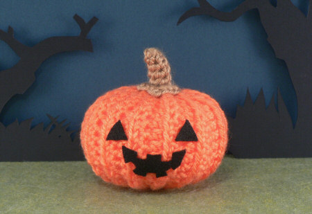 spooky crocheted pumpkin by planetjune