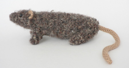 crocheted rat by planetjune
