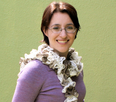ruffle yarn scarf: frilly knit scarf