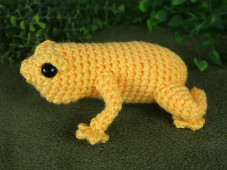 singing frog crochet pattern by planetjune