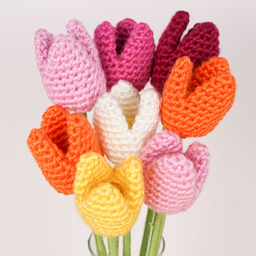 Tulips crochet pattern by PlanetJune