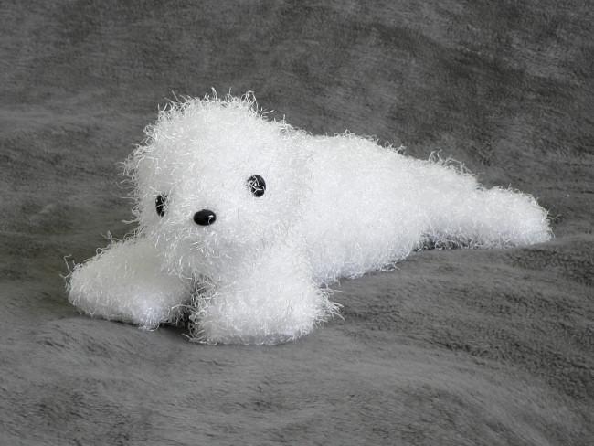 Harp Seal Pup Amigurumi Crochet Pattern - Sir Purl Grey | 488x650