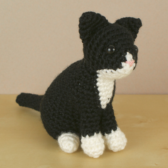 AmiCats Tuxedo Cat amigurumi crochet pattern : PlanetJune Shop, cute ...
