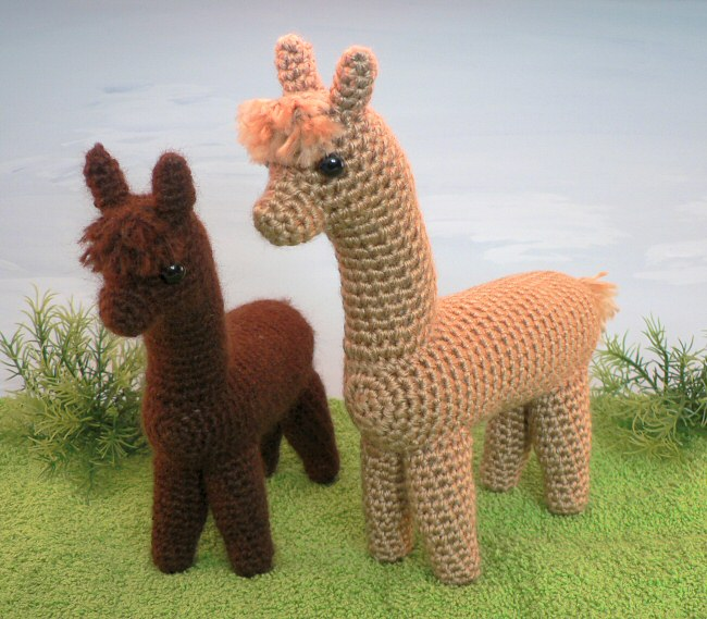 Free Crochet Llama Toy Pattern | The WHOot | 569x650