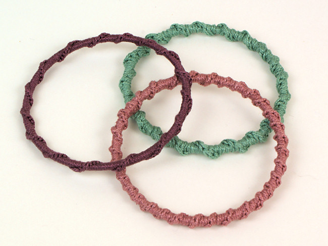 Twisted Chain Bangle DONATIONWARE crochet pattern - Click Image to Close