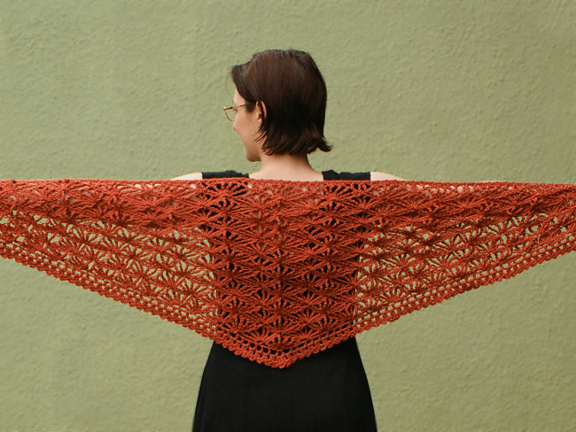 Palm Leaves Triangular Shawl crochet pattern - Click Image to Close