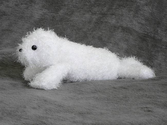 Fuzzy Seal amigurumi crochet pattern - Click Image to Close