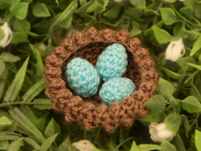 Tiny Eggs in a Nest DONATIONWARE crochet pattern - Click Image to Close